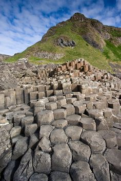 Giant's Causeway, Northern Ireland - 10 places to travel with kids in Ireland: http://www.ytravelblog.com/10-places-to-visit-in-ireland-with-kids/