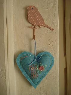 Lavender heart - tutorial at http://auroradoracrafts.blogspot.com/2011/03/lavender-heart-tutorial.html