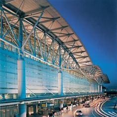 As the centerpiece of a $2.6 billion expansion at the San Francisco International Airport, this iconic structure created a powerful identity for both the airport and the City of San Francisco. It also represented a watershed moment in the integration