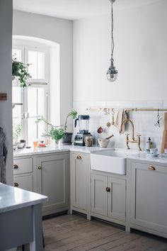 Kitchen of the Week: Making the Leap from Dark to Light—and from Ikea to DeVol - Home Decor -DIY - IKEA- Before After Devol Shaker Kitchen, Devol Kitchens, Home Kitchens, Ikea Kitchens, Shaker Cabinets, Grey Cabinets, Small Kitchens, Countryside Kitchen, Country Kitchen