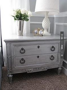 You can recreate this look with Vintro Chalk Paint. See www.vintro.co.uk for sales and stockists.