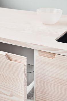 A new sustainable kitchen design from Reform: an interview with Thomas Dinesen Eco Friendly Kitchen Home Decor Kitchen, Scandinavian Kitchen, Sustainable Kitchen Design, Kitchen Decor, Interior Design Kitchen, Sustainable Kitchen, Craftsman Kitchen, Minimalist Kitchen, Ikea Kitchen