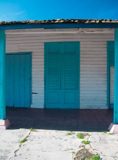 #Cuba #blue #door Photography by: Jessica G. Covalles