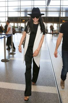 How to dress for the airport, demonstrated by your favorite celebrities, including Jessie J.