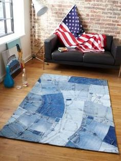 planning to make a rug for the area at the Fusion Pool Table with old jeans ---- --- Denim Rug Denim Rug, Denim Patchwork, Denim Quilts, Diy Jeans, Blue Jean Quilts, Denim Decor, Rugs And Mats, Denim Crafts, Jean Crafts