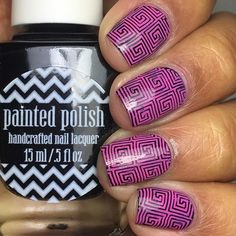 Fuchsia patterned nails for spring by @lettslooks_