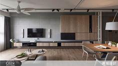 使用不同材質組合,出現隱性場域分割,溫暖的木質收納櫃柔和了冷硬清水模牆面,為空間增加更多想像力。