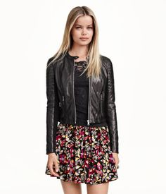 Short wide-cut mini skirt in woven fabric with a floral pattern. | H&M Divided
