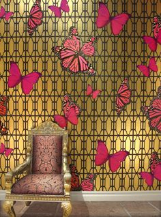 ℒᎧᏤᏋ this Magenta butterfly on gold wallpaper..Via Phyllis Morris ღ❤ღ