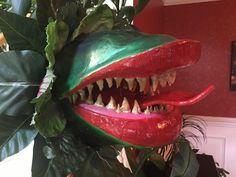 Audrey II closeup by new Halloween Forum member Tavisteam. Halloween Forum, Halloween Projects, Halloween Creatures, Carnivorous Plants, Sculpting, Artworks, Halloween Face Makeup, Funny, Creepy