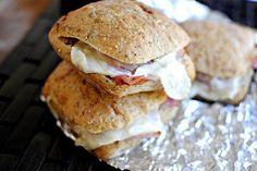 Запеченные сэндвичи с ветчиной и сыром