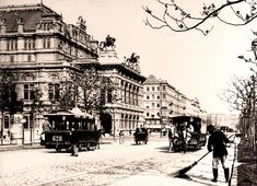 Die Pferdetramway fuhr bis ins Jahr 1903 in Wien. Good Old Times, Past Life, Old Buildings, Old Photos, Old Things, Street View, History, City, Madness