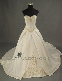 This dress is a perfect Celtic dress. So pretty!