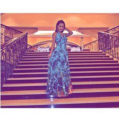 Amores aqui já são 23:00 p.m aqui... E  chegamos no hotel lindooo de morrer Shangri-La  | look @reginasalomao depois tiro uma foto mais nítida pra vcs ! Bjoss e Boa noite ( Ps: o snap ta bombando) rs  #abudhabi #emirates #shangrila #shangrilahotel