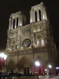Catedral de Notre Dame en Paris Francia, creada en el año 1345 y una de las catedrales mas famosas del mundo, representante el estilo Gotico. Sus tres puertas representan a la Virgen, el Juicio Final y a Santa Ana y las torres tienen 69 metros de altura