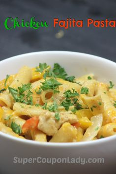 One-Pot Chicken Fajita Pasta - Super Coupon Lady Pasta Recipes, Chicken Recipes, One Pot Chicken, Coupon Lady, Slow Food, Easy Food To Make, One Pot Meals, Fajitas, I Love Food