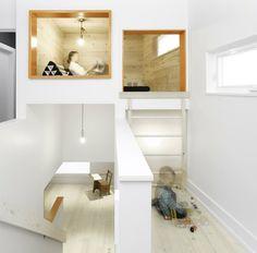escalier gain de place et aménagement niche de lecture sous plafond