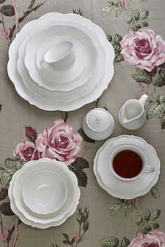 White Rose Maxwell Williams, Spring Collection, White Roses, Tablescapes, Make It Simple, Decorative Plates, House Styles, Tableware, Creative