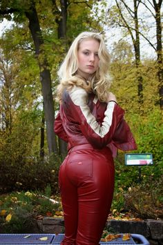 Hochmütig Deutsch Frauen in Leder / Arrogant German Women In Leather Sexy Outfits, Sexy Dresses, Fashion Outfits, Mädchen In Leggings, Leather Tights, Leather Trousers, Mode Latex, Beauté Blonde, Leder Outfits