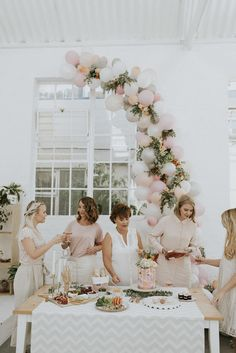 28 Stylish Ways to Use Balloons for Your Wedding Wedding decorations Balloon Arch Diy, Ballon Arch, Wedding Balloon Decorations, Balloon Flowers, Pink Balloons, Wedding Balloons, Bridal Shower Decorations, Birthday Balloons, Birthday Decorations