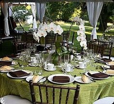 TONS of great centerpiece ideas | big wedding time budget