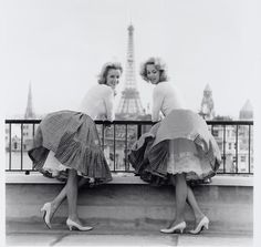 ▫Duets▫groups of two in art & photos - two friends in Paris