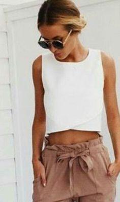 Le pantalon carotte c'est la nouvelle tendance de ce printemps ! Voilà le plus bel exemple de tenue basée sur ce type de pantalon que j'ai pu trouve ! Alors à la chasse les filles !