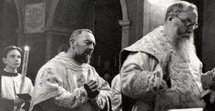 Padre Pio fa da diacono al suo antico maestro padre Agostino Daniele da San Marco in Lamis (1948 ca)