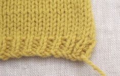 Learn how you can quickly and easily be weaving in cotton ends in your knitting projects. This FREE video tutorial shows you how to - watch it now . Knitting Projects, Knitting Patterns, Knitting Tutorials, Knitting Ideas, Weave In Ends Knitting, Crochet Stitches, Knit Crochet, Crochet Crafts, Mittens