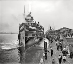Detroit, Michigan, circa 1910. Sidewheel steamer City of Cleveland. Off for the upper lakes.