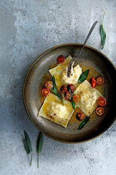 Vegetarian Roasted Chickpea Gyros (under 30 minutes! Veggie Recipes, Pasta Recipes, Vegetarian Recipes, Dinner Recipes, Cooking Recipes, Ravioli, Prosciutto, Vegan Fish, Good Food