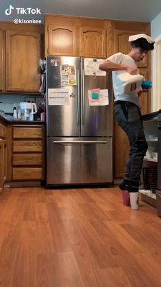 Wearing coffee mugs as shoes - So Funny Epic Fails Pictures Really Funny Memes, Crazy Funny Memes, Funny Video Memes, Stupid Memes, Funny Relatable Memes, Haha Funny, Funny Jokes, Funny Baby Memes, Funny Drunk