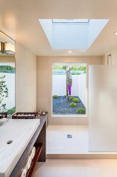 projeto de banheiro com claraboia de vidro Projetos de banheiros e salas de banho com claraboias