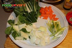 Chicken & Bok Choy Stir-fry Posted by Robert Colinares on March 2015 Turkey Dishes, Beef Dishes, Food Dishes, Szechuan Recipes, Bok Choy Recipes, Beef Caldereta, Bok Choy Stir Fry, Oven Baked Ribs, Chicken Stir Fry