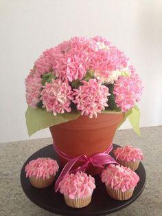 Hydrangea Cupcake Bouquet! IndiaRenee made these super cute work!