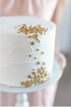 White cake with gold confetti. Substitute gold confetti with teal & green. Pretty Cakes, Beautiful Cakes, Amazing Cakes, Confetti Cake, Gold Confetti, Polka Dot Cakes, Naked Cakes, Bolo Cake, Gateaux Cake