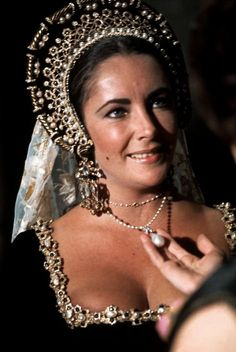 Elizabeth Taylor, wearing the famous pearl La Peregrina, in Anne of a Thousand Days, 1969
