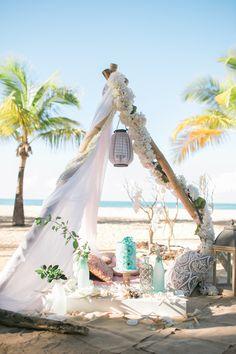 Beach Wedding Inspiration | Vanessa Velez Photography | Bridal Musings Wedding Blog