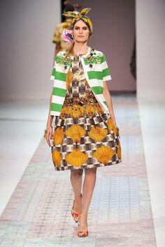 Stella Jean collezione primavera estate 2014 Colori e fantasie per un effetto veramente unico.  #spring #summer #collection #style #fashion #woman #ss2014 #stellajean #men  http://www.chirullishop.com/it/26-nuove-collezioni-pe#/designer-stella_jean