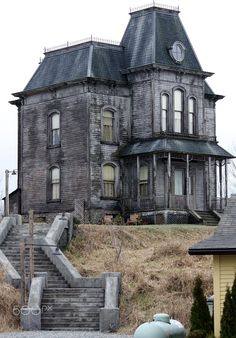 Bates Motel by Alice N Wonderland / Abandoned Mansion For Sale, Old Abandoned Buildings, Old Buildings, Abandoned Places, Mansion Homes, Mansion Interior, Creepy Houses, Spooky House, Old Mansions