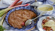 Perfekt knäckig rabarberpaj! Hur gott som helst med lite vaniljsås eller glass!