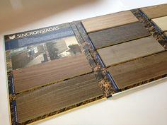Interior catálogo formato folleto 4 caras, exhibidor muestras colección tableros sincronizadas