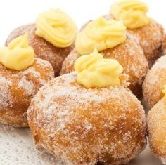 Chantilly Malasadas - My combination of two classsic Hawaii desserts to create a new dessert. I love chantilly frosting and who doesn't love malasadas? Hawaii Desserts, Just Desserts, Delicious Desserts, Yummy Food, Strudel, Food Network, Croissants, Donut Recipes, Cooking Recipes