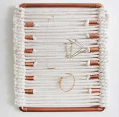 woven-jewelry-holder-01-500x638