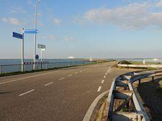 Afsluitdijk. eigen bayke foto. Friesland Holland