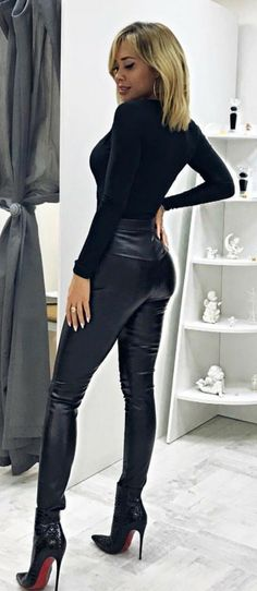 Dream Girl in fashionable Leather Pants and fantastic high Heels Botas Y Leggings, Boots And Leggings, Shiny Leggings, Platform High Heels, Black High Heels, High Heel Boots, Heeled Boots, Thigh High Leather Boots, Leather Dresses