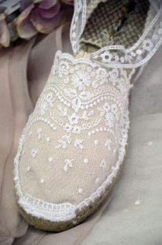 vestidos-de-comunion-rosa-clara-2017-espartenas Sock Shoes, Shoe Boots, Shoes Sandals, Fairy Shoes, Espadrilles, Crochet Shoes, Summer Shoes, Wedding Shoes, Designer Shoes