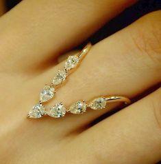"""""""V-luxe Deluxe II"""" 18 Karat Roségold Diamantring - Plukka - Shop Fine Jewelry Onlin . - """"V-luxe Deluxe II"""" 18 Karat Roségold Diamantring – Plukka – Kaufen Sie edlen Schmuck online - Gold Rings Jewelry, Wedding Jewelry, Fine Jewelry, Urban Jewelry, Diamond Jewelry, Jewelry Sets, Wedding Rings, Jewellery Earrings, Enamel Jewelry"""