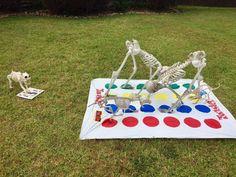 Creative Halloween display lets Lumberton residents keep up with the Bones - Houston Chronicle Halloween Outside, Halloween Camping, Family Halloween Costumes, Halloween Skeletons, Halloween Boo, Outdoor Halloween, Holidays Halloween, Halloween Crafts, Halloween Ideas