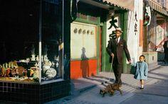Black Man Pender, 1958: Ein Mann, ein Kind, ein Hund auf der Pender Street - was so sehr nach Alltagsbild aussieht, hat eine Aussage. Es ist das Bild eines etablierten Bürgers, der im kommerziellen und kulturellen Herzen der Stadt flaniert: Downtown Vancouver.